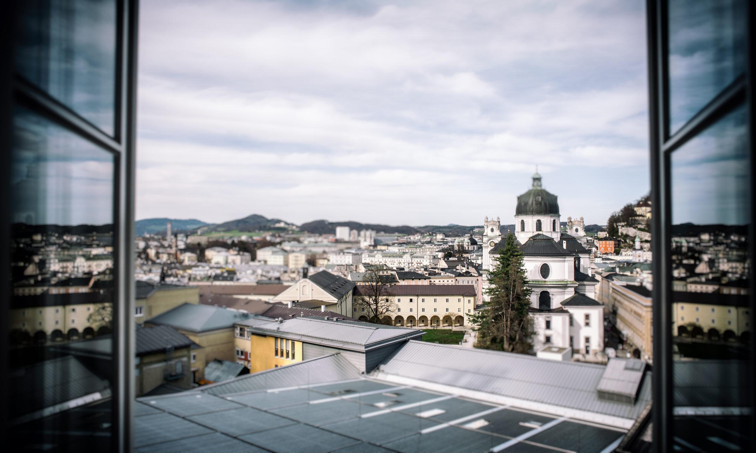 Blick aus der Edmundsburg auf Salzburg