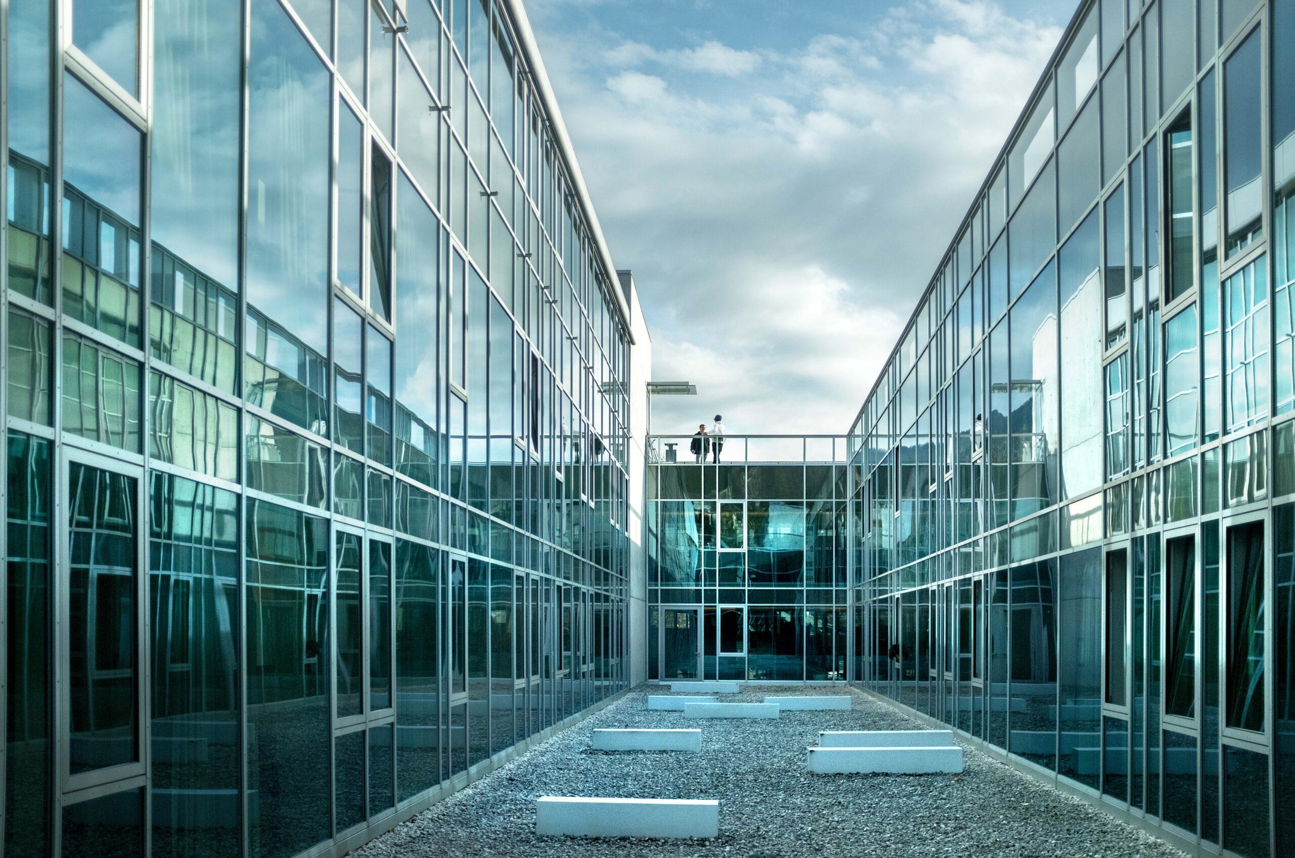 Unipark-Glasfassade von innen betrachtet