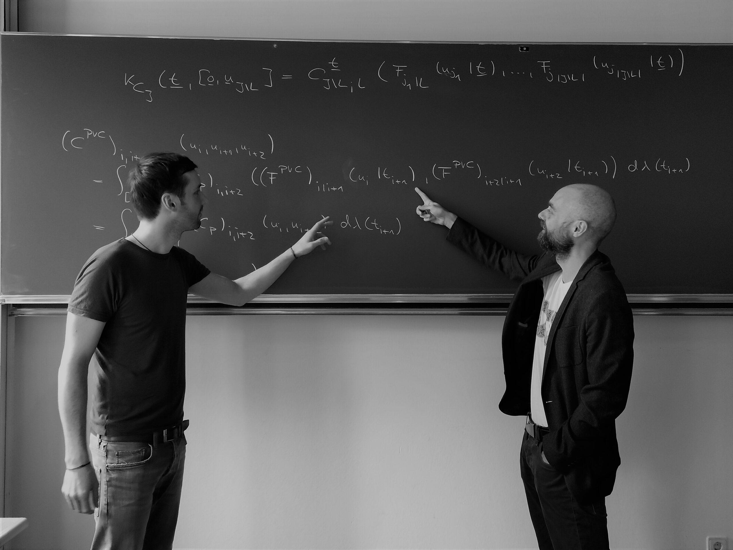 v.l.n.r.: Dr. Sebastian Fuchs und Univ.-Prof. Dr. Wolfgang Trutschnig